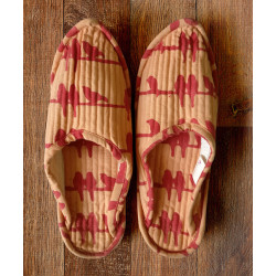 Whispering_Red_Birds_Lounge_Slippers-gifts for her-Auruhfy-1617